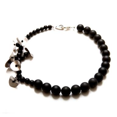 la-b-belladona-necklace-2