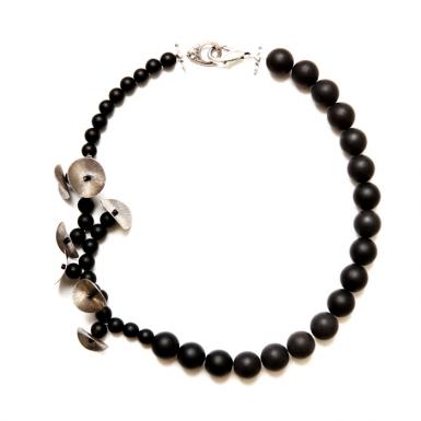 la-b-belladona-necklace